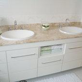Hispada - Projetos - Banheiros - Banheiro com marcenaria sob medida - [Projeto 2]